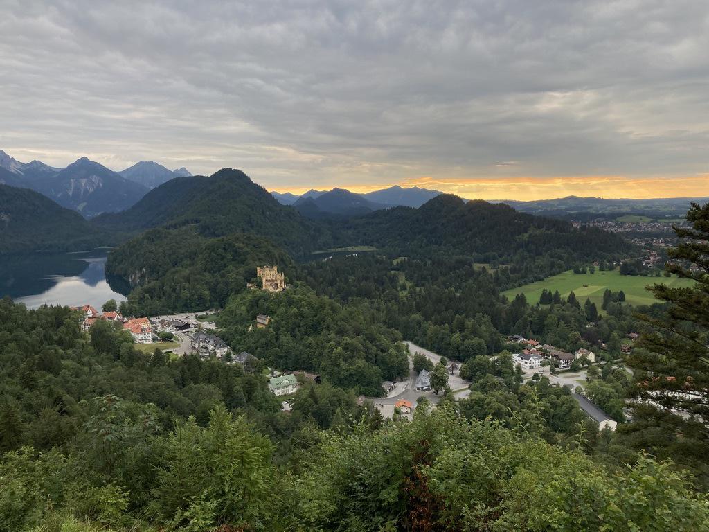 Blick auf die Seen und Berge in Bayern