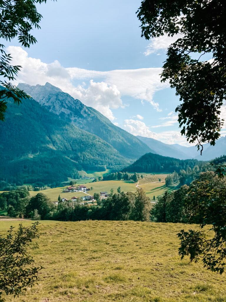 Roadtrip-durch-bayern-aussicht-auf-die-alpen