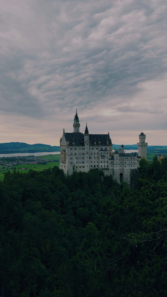 Blick von der Marienbruecke Schloss Neuschwanstein