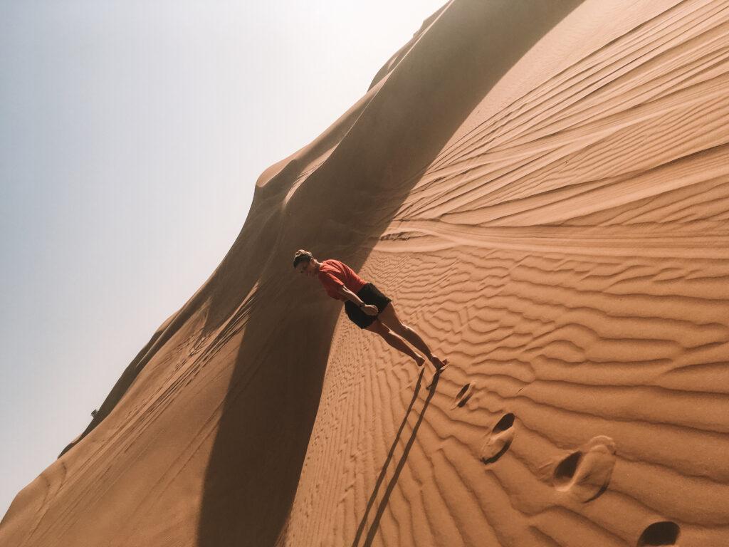 Dubai-Wuestentour-girl-run