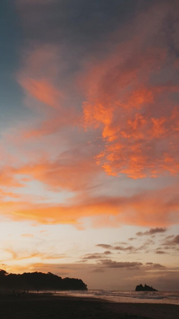 Sonnenuntergang-playa-cocles-puertoviejo
